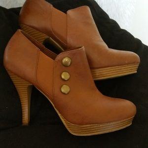 Women's Shoe's Size 7 Camel color